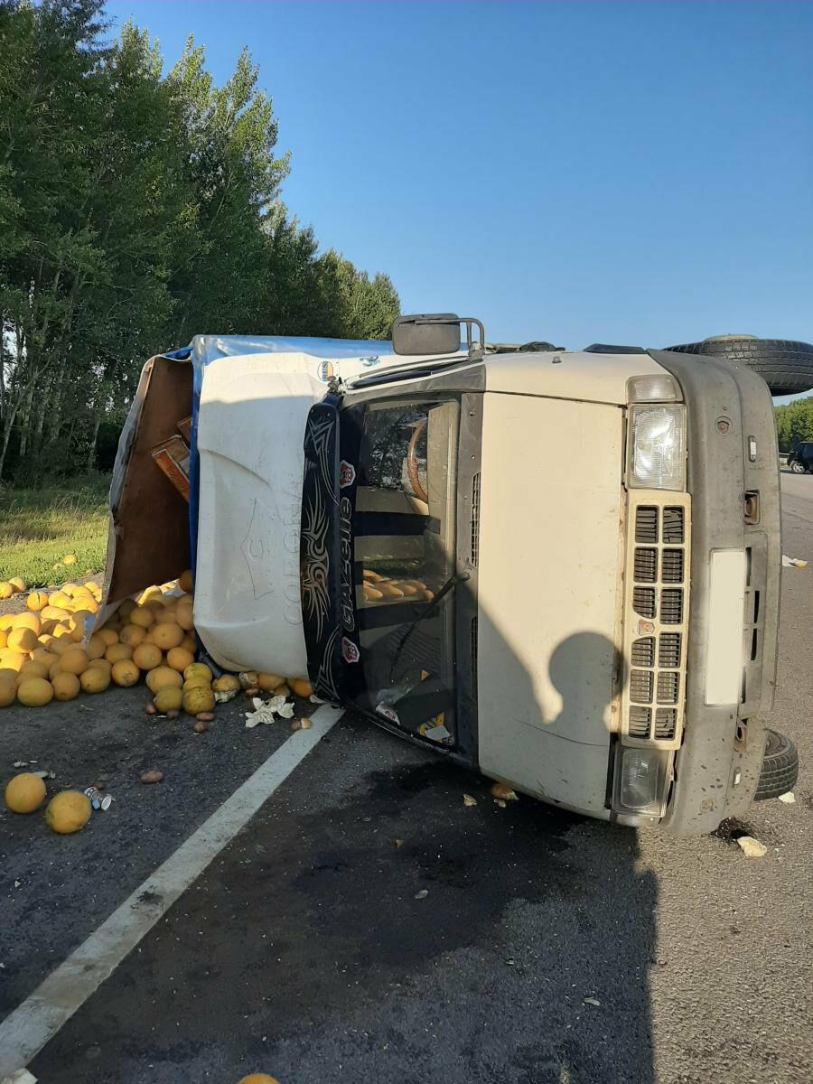 Три человека пострадали в аварии на федеральной трассе, фото-2