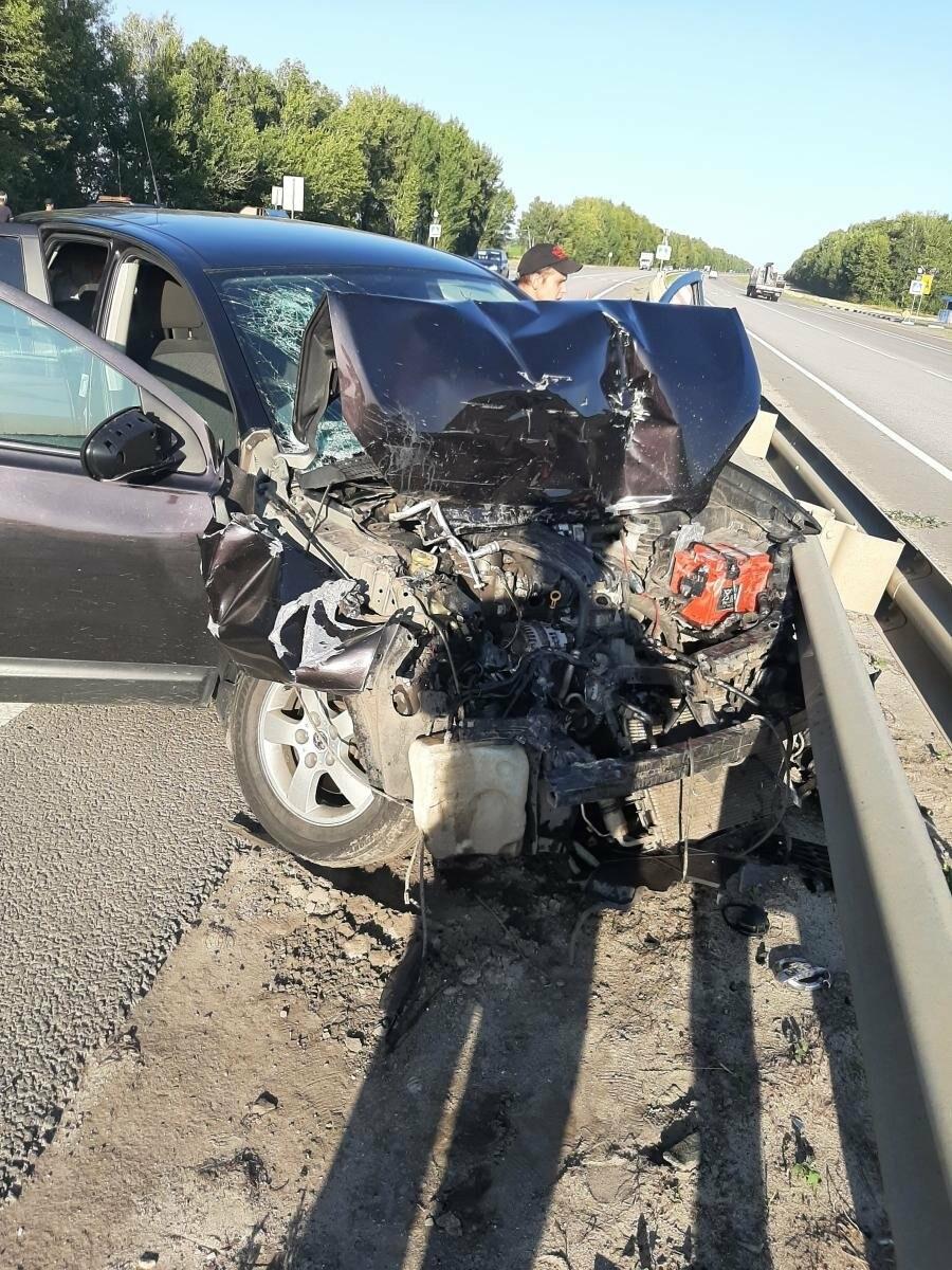 Три человека пострадали в аварии на федеральной трассе, фото-1
