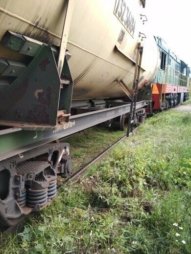 В Тамбове сошел с рельсов грузовой поезд с цистернами: движение на юге города парализовано. ВИДЕО, фото-2