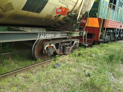 В Тамбове сошел с рельсов грузовой поезд с цистернами: движение на юге города парализовано. ВИДЕО, фото-6