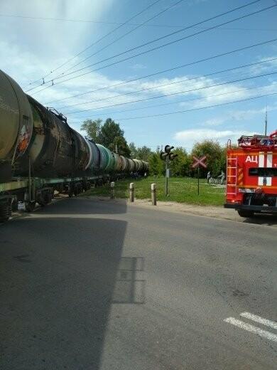 В Тамбове сошел с рельсов грузовой поезд с цистернами: движение на юге города парализовано. ВИДЕО, фото-5
