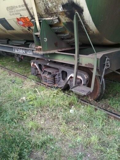 В Тамбове сошел с рельсов грузовой поезд с цистернами: движение на юге города парализовано. ВИДЕО, фото-4