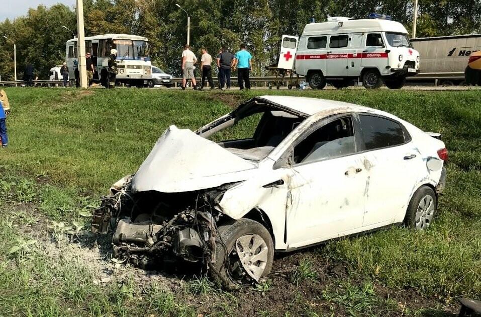 В Тамбовском районе на трассе Р-22 легковушка врезалась в автобус: трое госпитализированы, фото-1