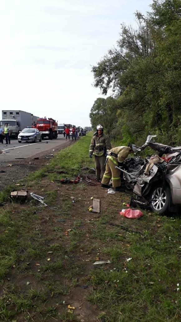 На федеральной дороге в Тамбовской области в столкновении зерновоза и двух «легковушек» погиб человек: видео, фото-7