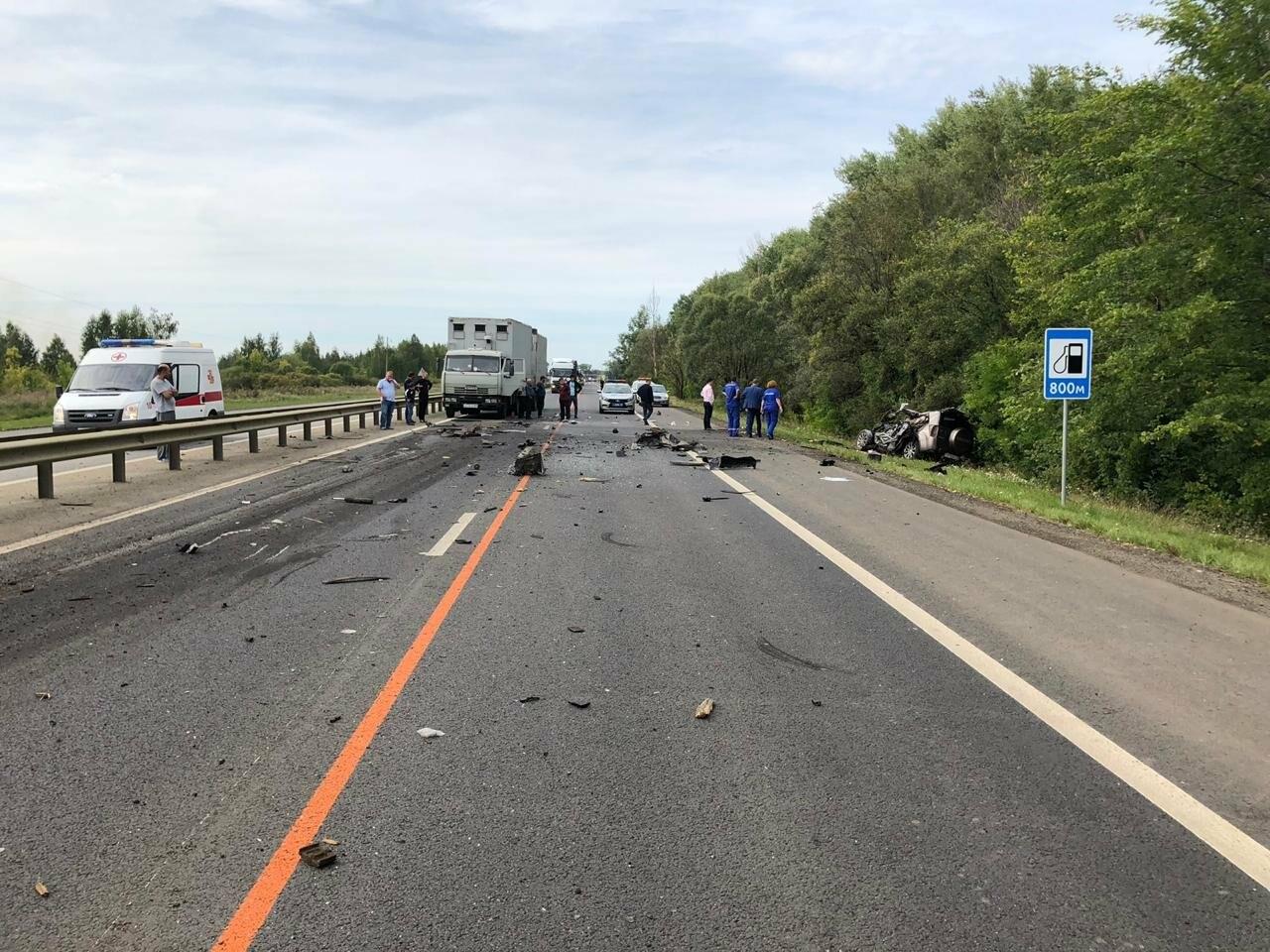 На федеральной дороге в Тамбовской области в столкновении зерновоза и двух «легковушек» погиб человек: видео, фото-4