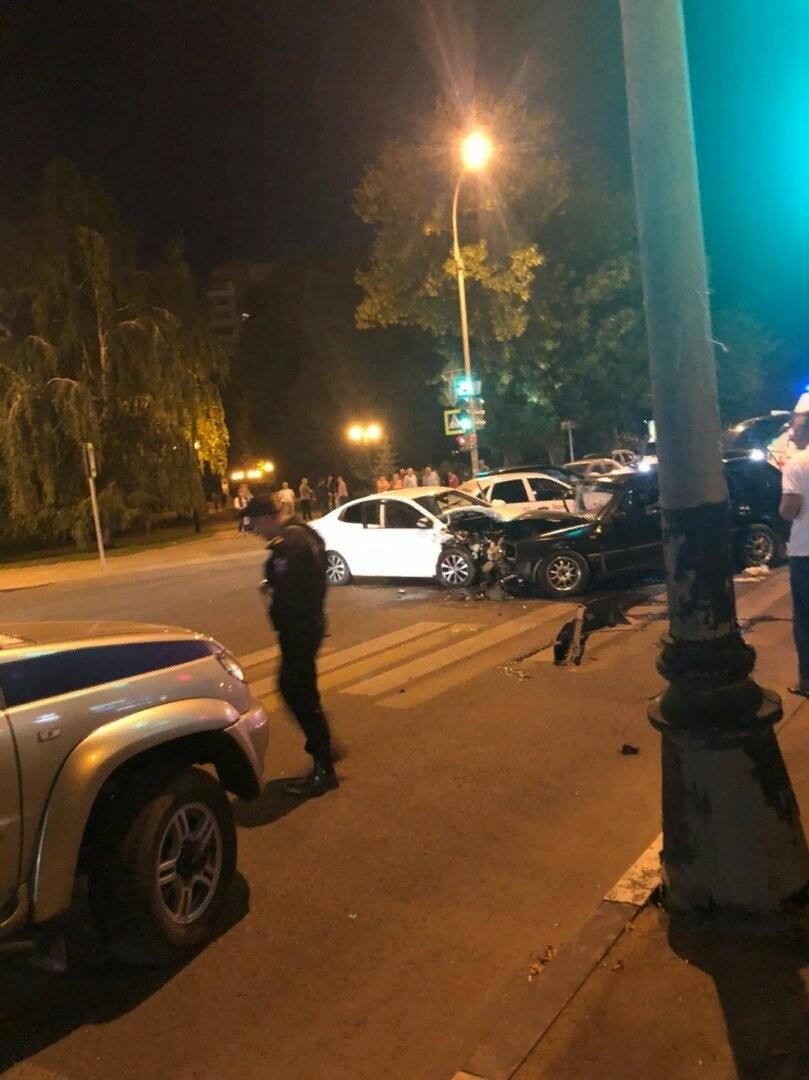 В центре Тамбова в массовом ДТП пострадал человек, фото-5