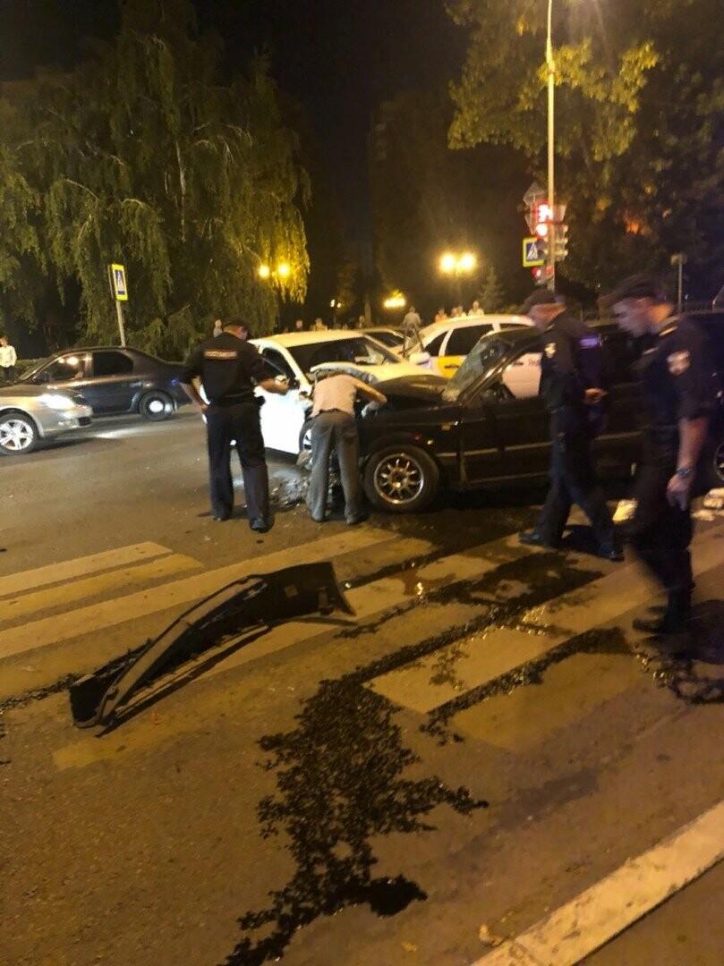 В центре Тамбова в массовом ДТП пострадал человек, фото-3