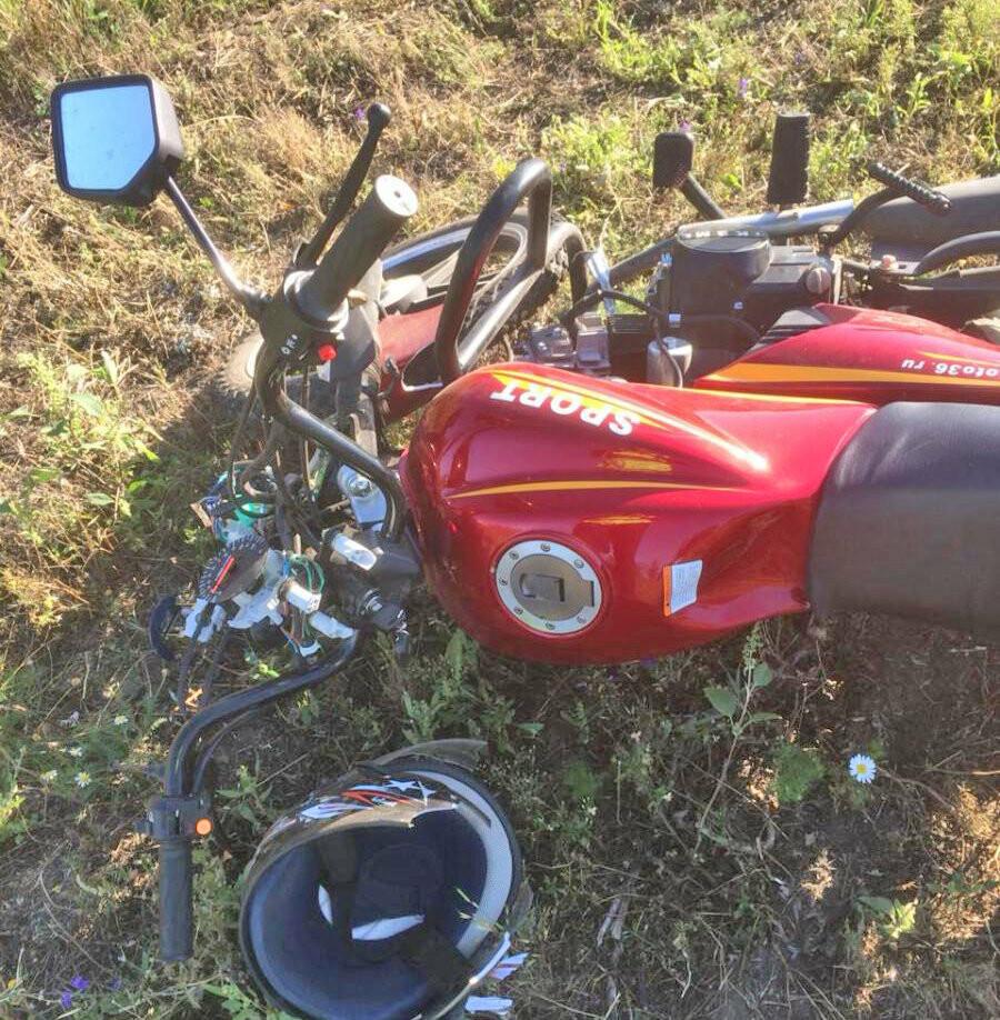 В Тамбовской области два подростка на мопеде врезались в легковушку, фото-1