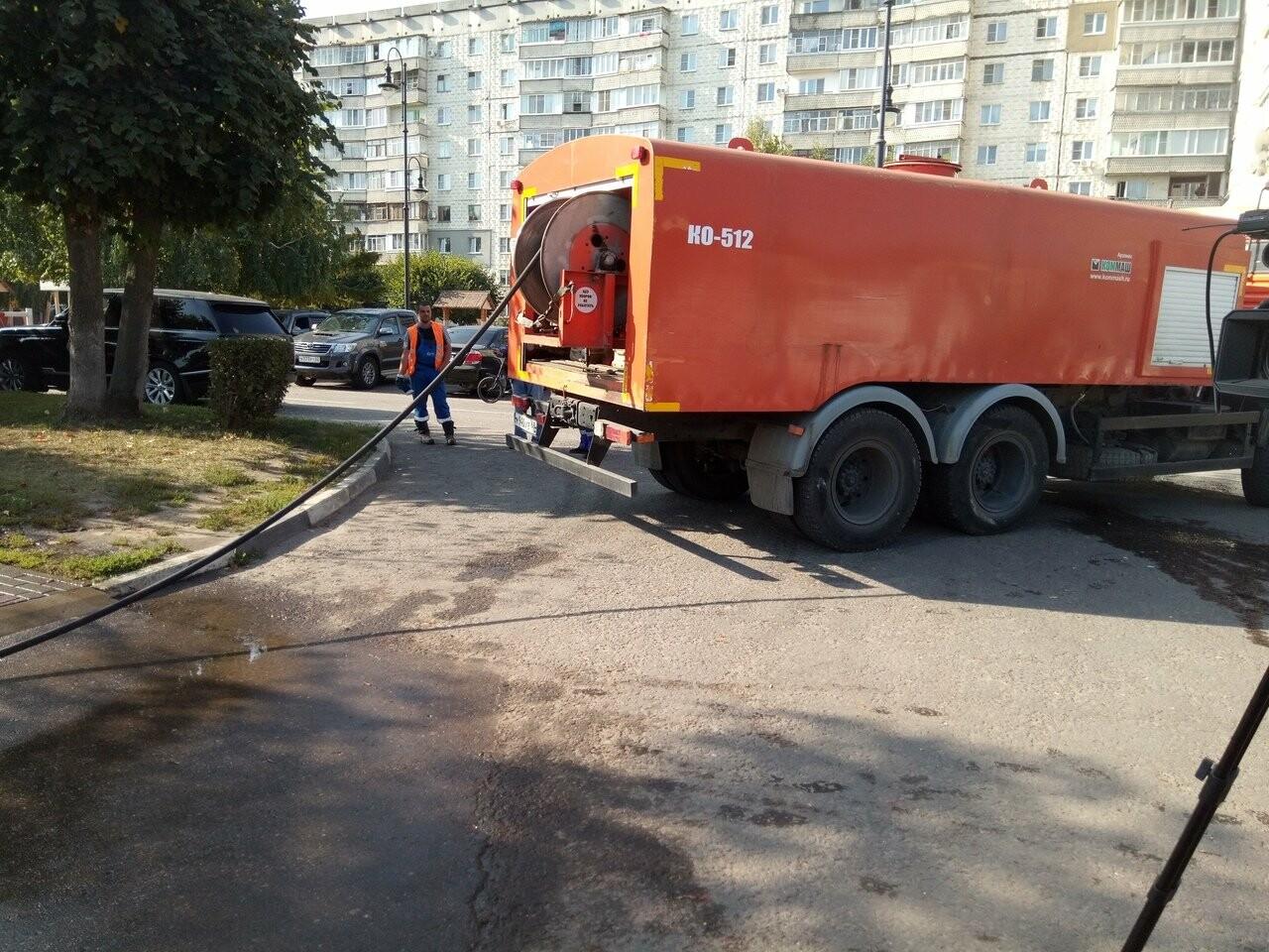 В Тамбове по Набережной текли нечистоты, фото-1