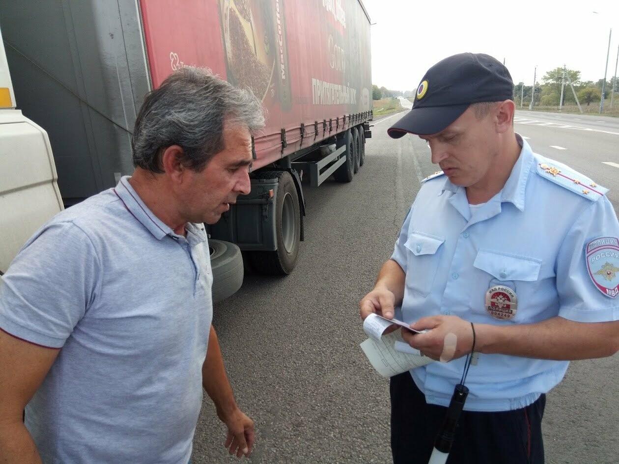 Внезапный рейд: инспекторы ГИБДД проверили автобусы и грузовики на трассе Воронеж-Тамбов, фото-4