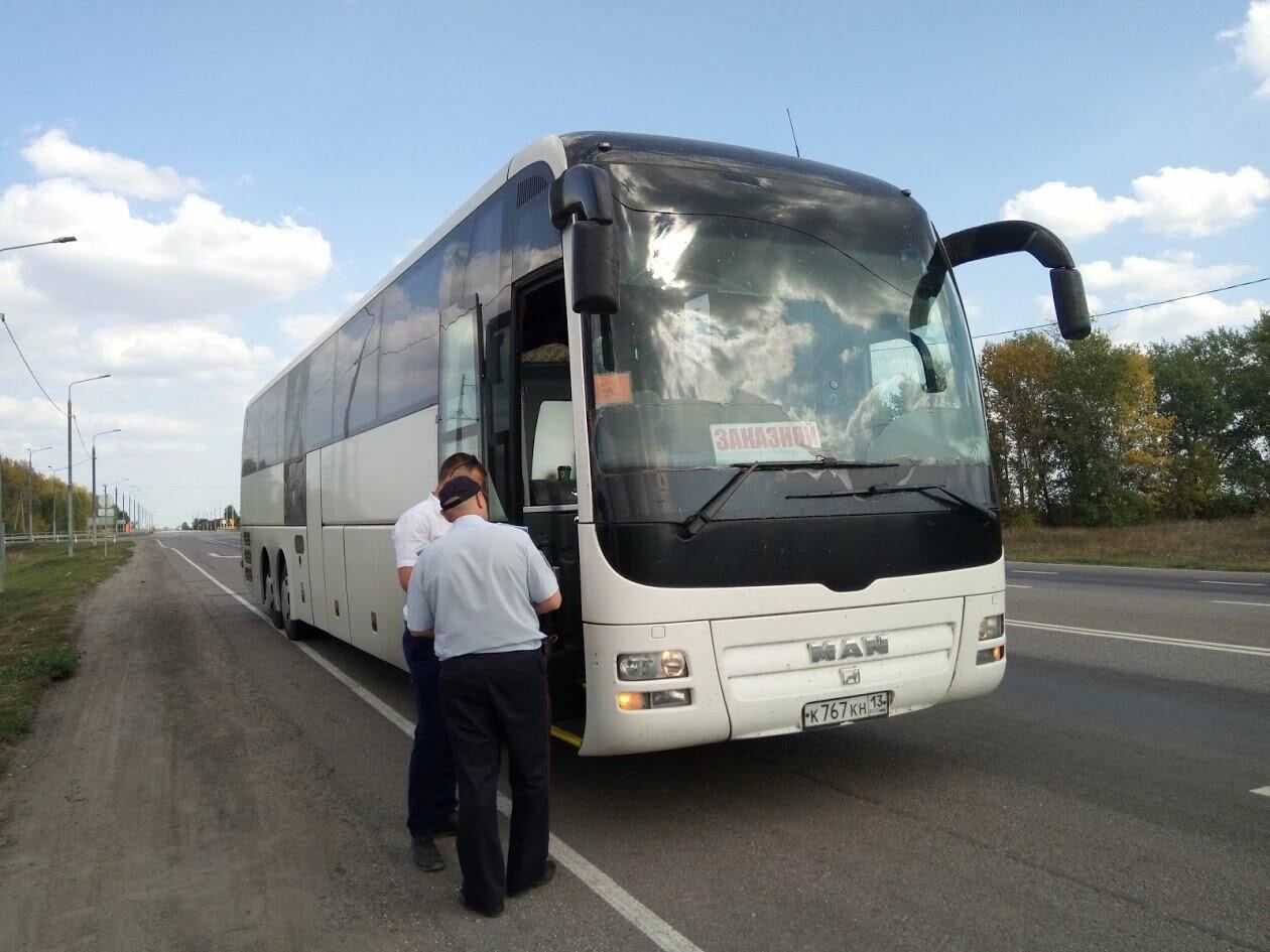 Внезапный рейд: инспекторы ГИБДД проверили автобусы и грузовики на трассе Воронеж-Тамбов, фото-6