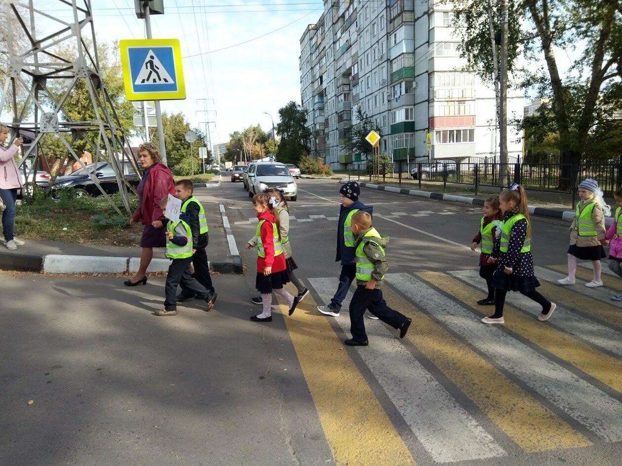 По «зебре» на зеленый свет: первоклассников Тамбова учат азам ПДД, фото-6