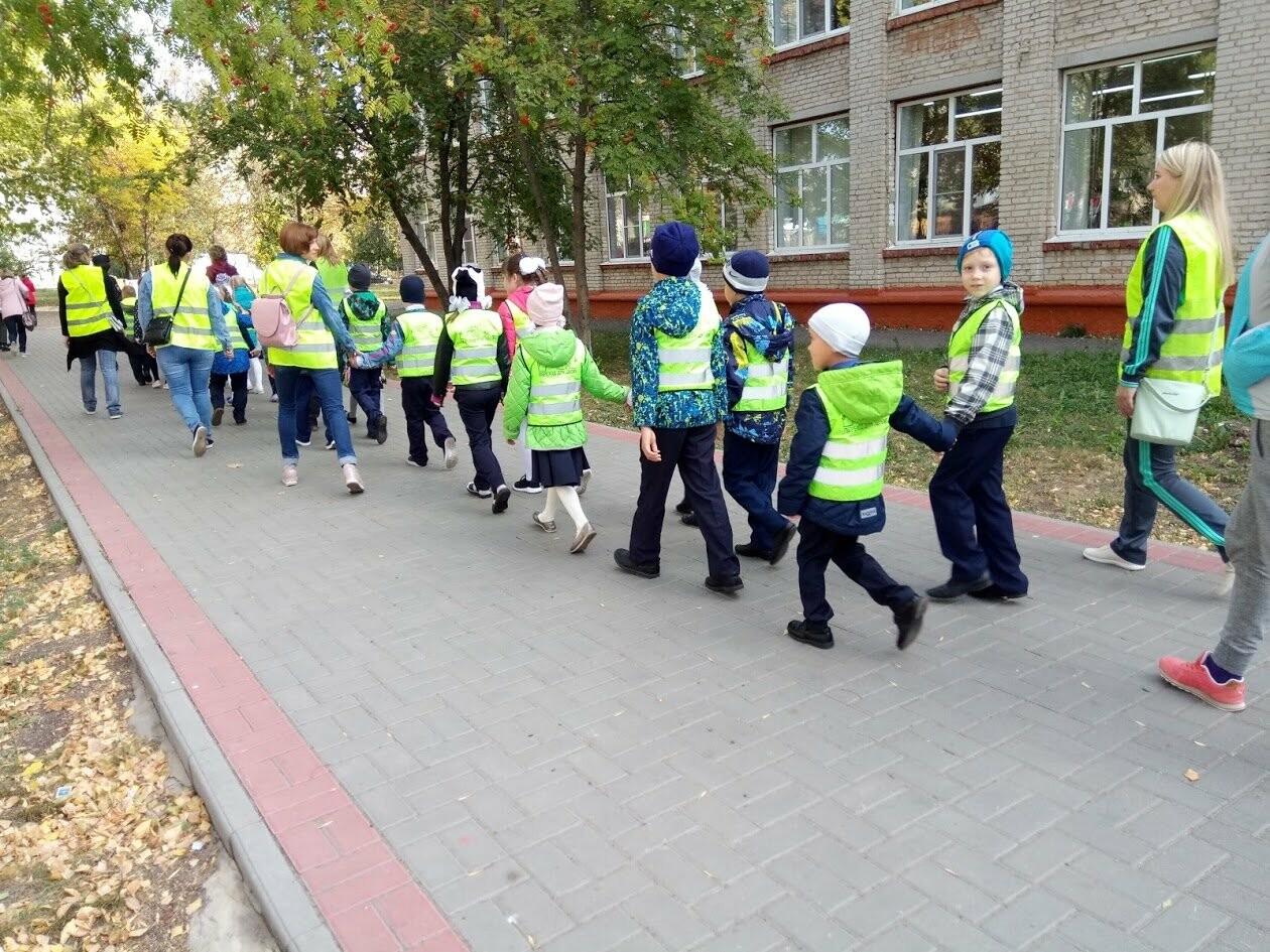 По «зебре» на зеленый свет: первоклассников Тамбова учат азам ПДД, фото-4