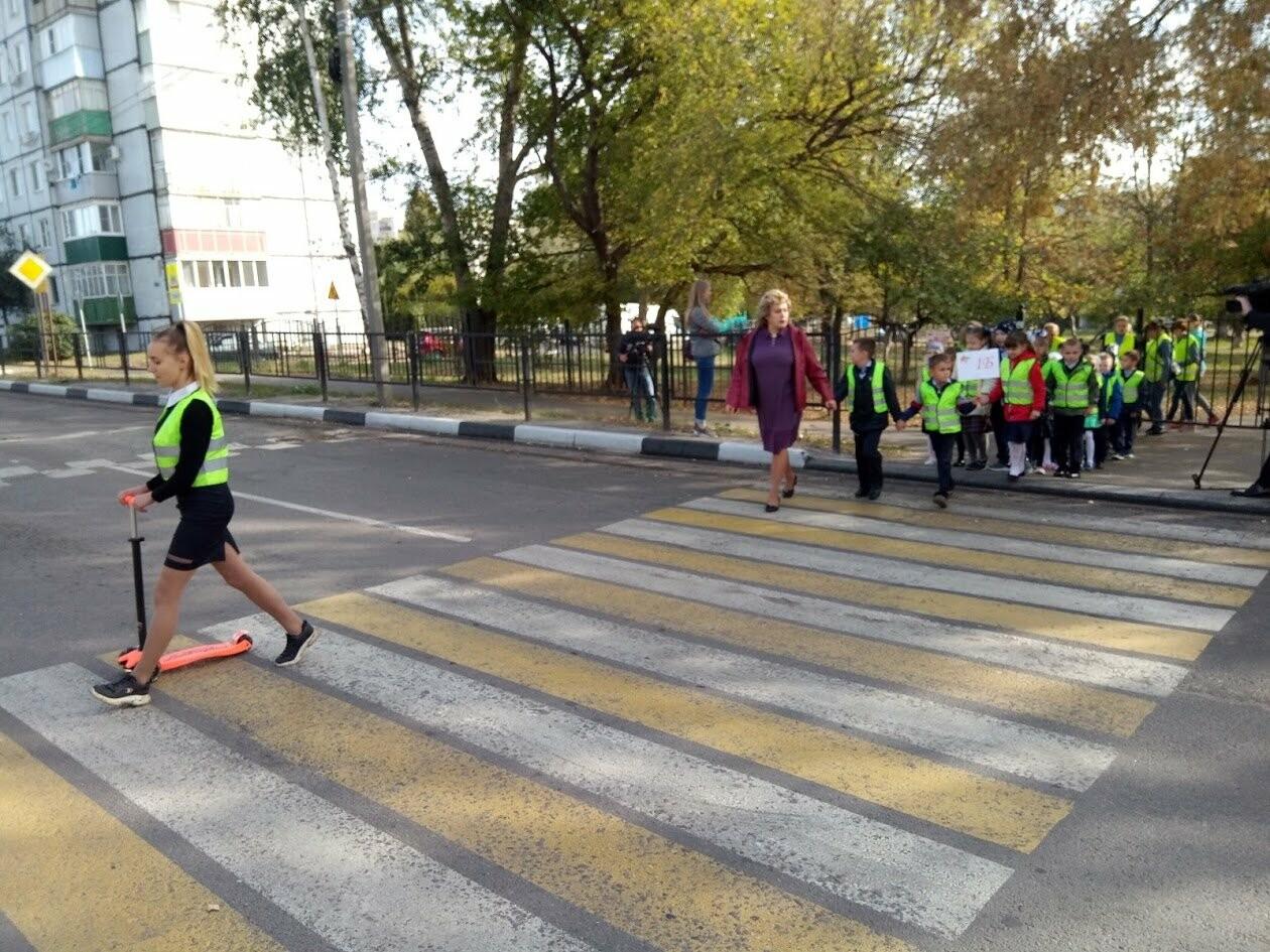 По «зебре» на зеленый свет: первоклассников Тамбова учат азам ПДД, фото-5