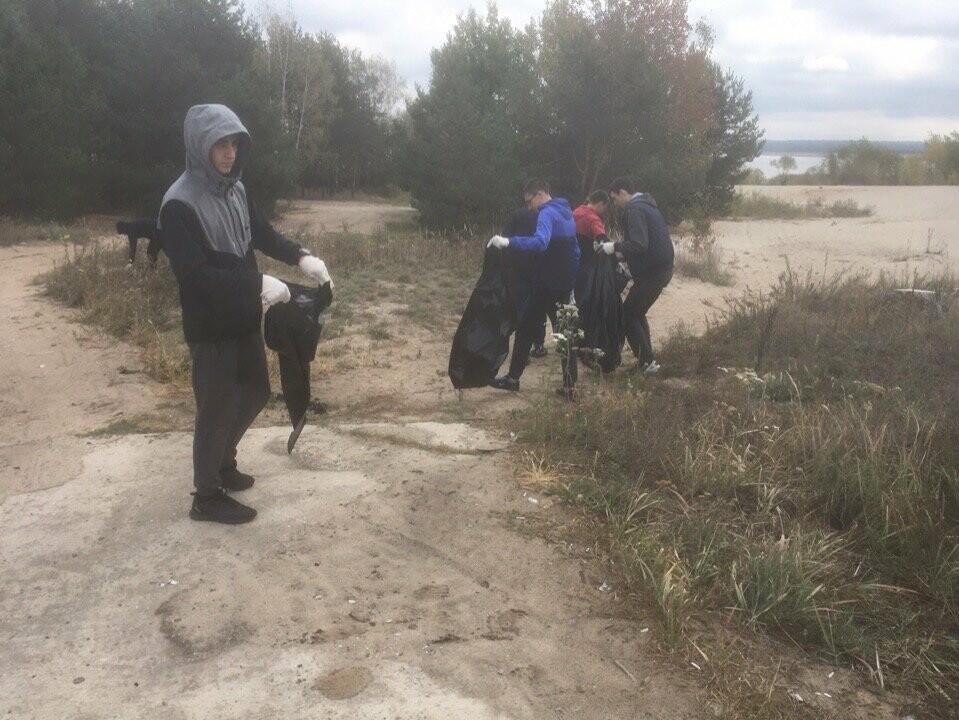 На берегу Котовского водохранилища провели субботник, фото-5
