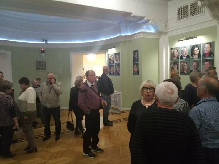Тамбовский драмтеатр открыл 233-й сезон комедией «За двумя зайцами», фото-1