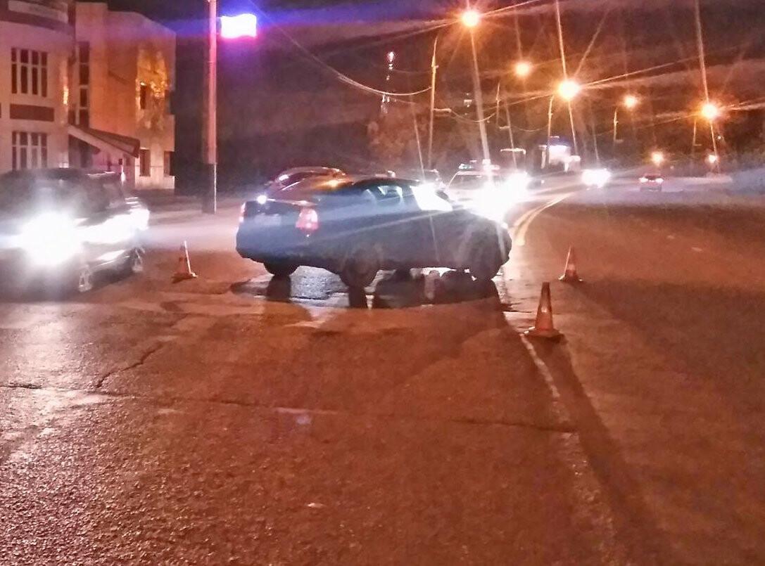 В Тамбове на Рассказовском шоссе мотоциклист попал под колеса иномарки, фото-1