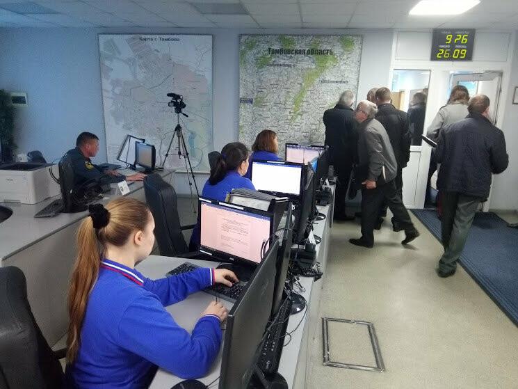 В тамбовском ГУ МЧС показали работу кризисного центра и передвижного пункта управления, фото-3