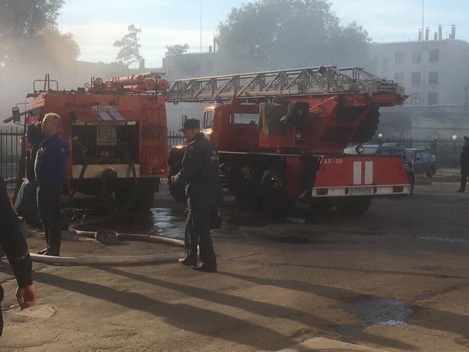 В Тамбове рядом с «Пигментом» горит ангар и двухэтажная пристройка: два человека госпитализированы (ВИДЕО), фото-3