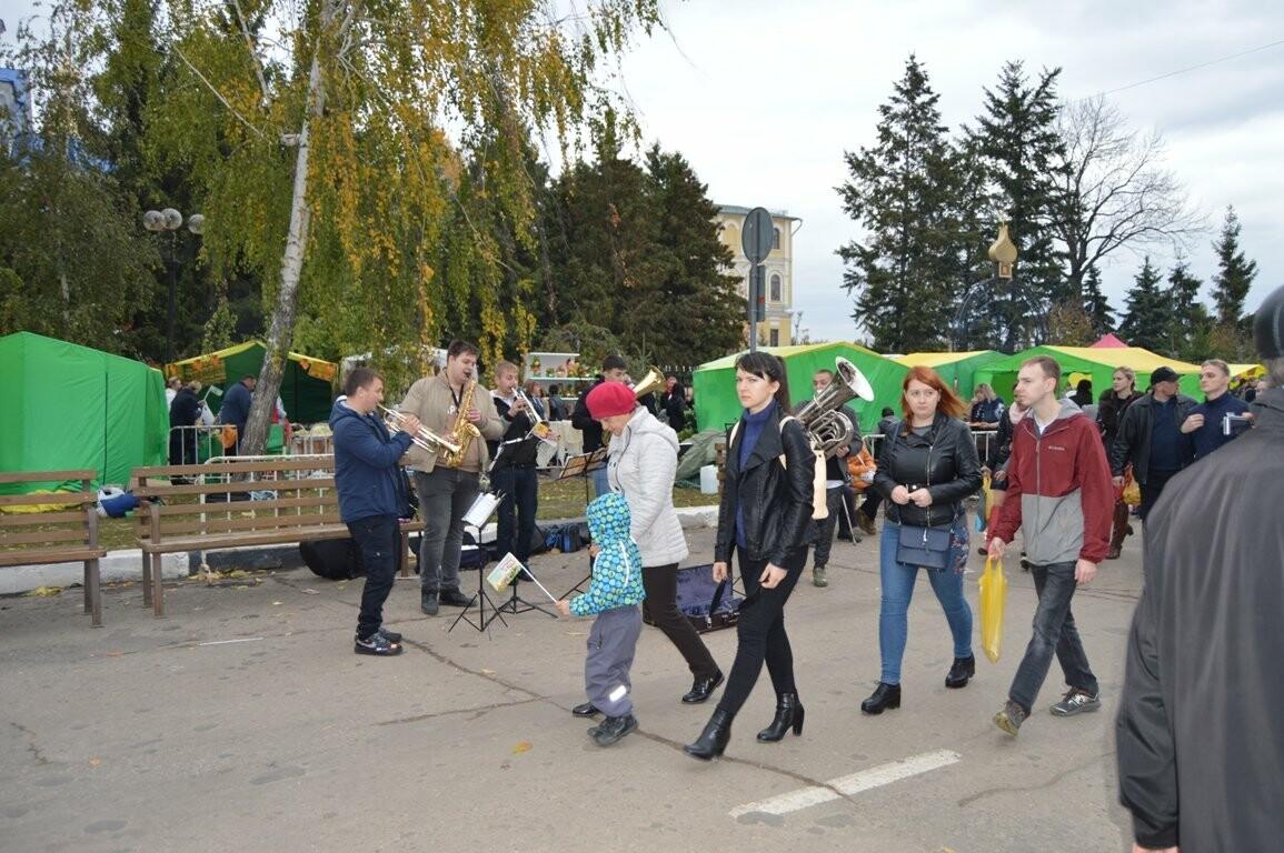 Второй день Покровской ярмарки в Тамбове: гастрономический фестиваль, праздник сарафана и танцы на лошадях, фото-8