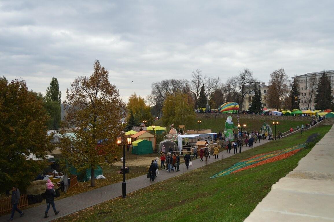 Второй день Покровской ярмарки в Тамбове: гастрономический фестиваль, праздник сарафана и танцы на лошадях, фото-3
