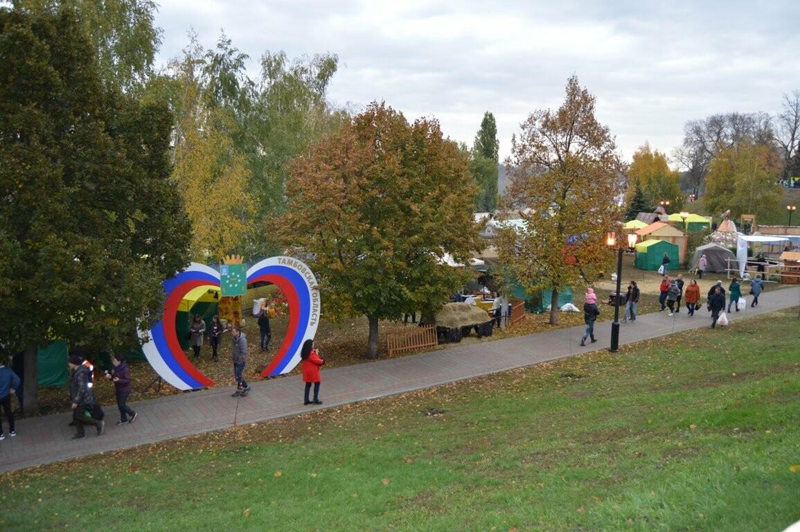 Второй день Покровской ярмарки в Тамбове: гастрономический фестиваль, праздник сарафана и танцы на лошадях, фото-18