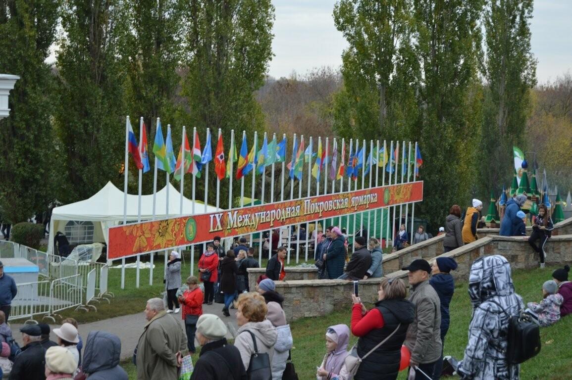 Второй день Покровской ярмарки в Тамбове: гастрономический фестиваль, праздник сарафана и танцы на лошадях, фото-20