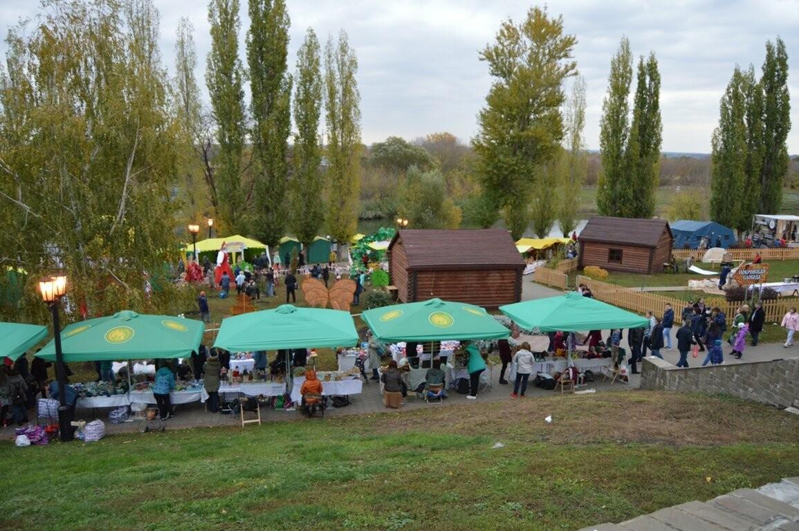 Второй день Покровской ярмарки в Тамбове: гастрономический фестиваль, праздник сарафана и танцы на лошадях, фото-17