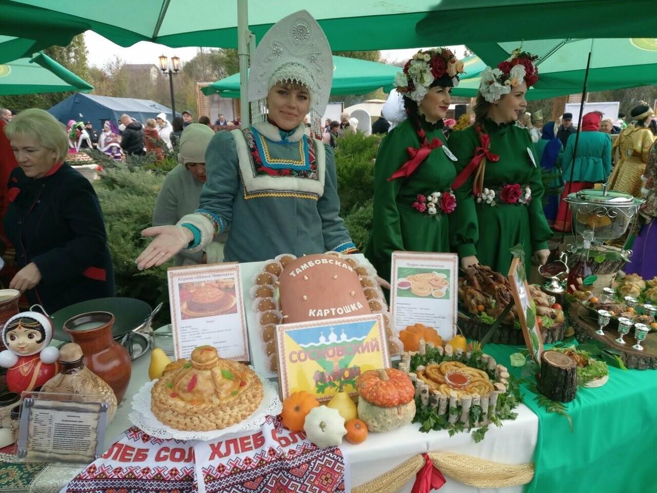 Второй день Покровской ярмарки в Тамбове: гастрономический фестиваль, праздник сарафана и танцы на лошадях, фото-1