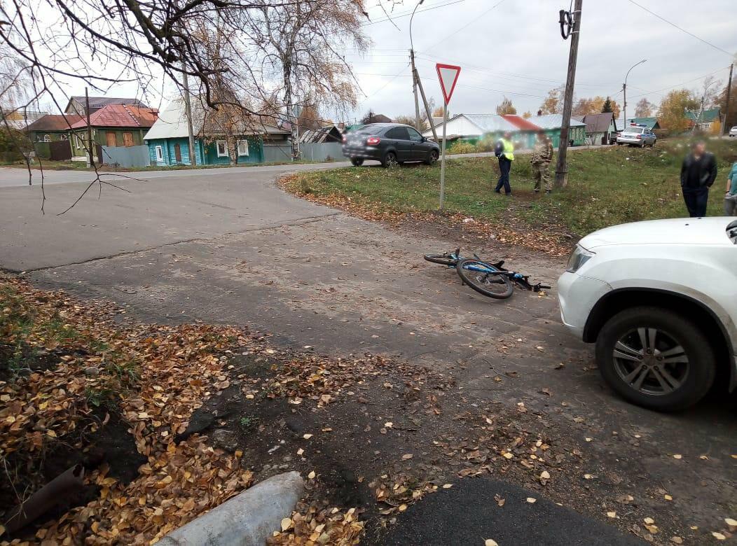 В Кирсанове внедорожник сбил 13-летнюю велосипедистку, фото-1