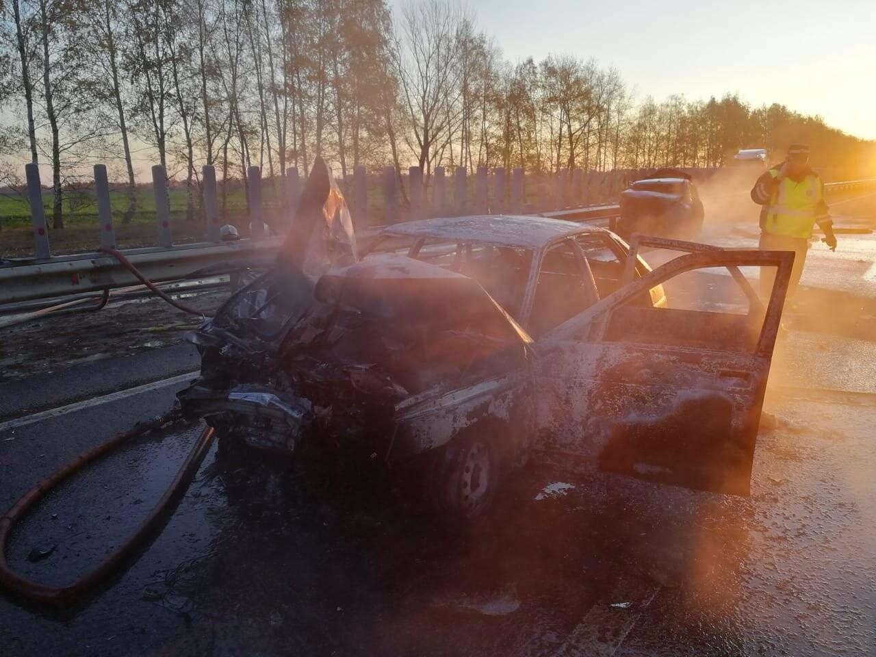 В массовом ДТП под Тамбовом сгорели два автомобиля, один человек погиб и еще четверо пострадали: видео, фото-3