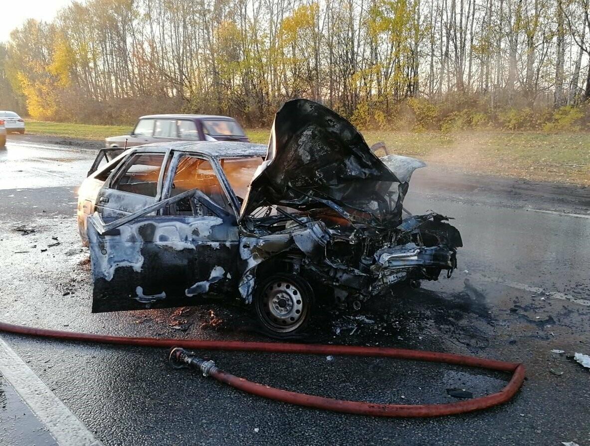 В массовом ДТП под Тамбовом сгорели два автомобиля, один человек погиб и еще четверо пострадали: видео, фото-2