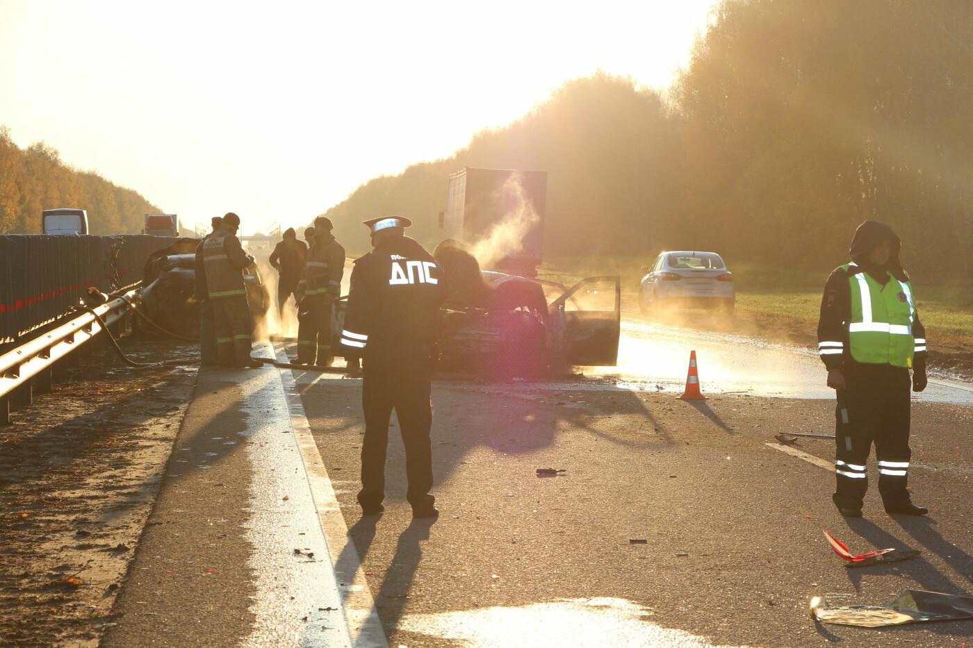 В массовом ДТП под Тамбовом сгорели два автомобиля, один человек погиб и еще четверо пострадали: видео, фото-7