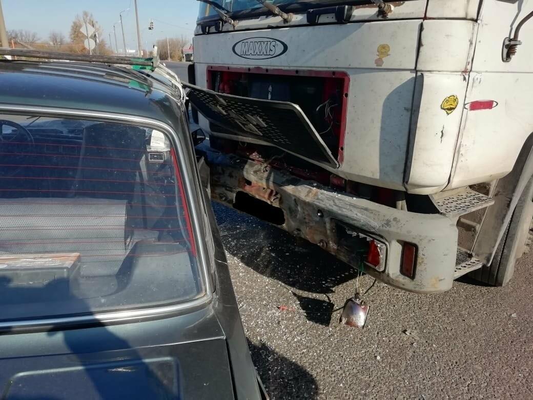 На трассе «Тамбов-Воронеж» фура протаранила легковушку: один человек госпитализирован, фото-1