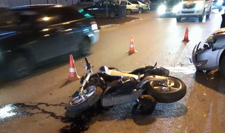 Мотоциклист получил тяжелые травмы в ДТП в центре Тамбова: видео, фото-1