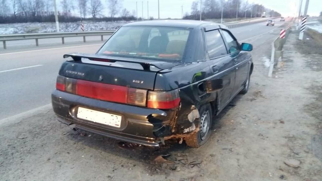 При въезде в Тамбов «Лада Калина» сбила человека и вылетела в кювет: пострадали 6 человек, в том числе 2-летний ребёнок, фото-1