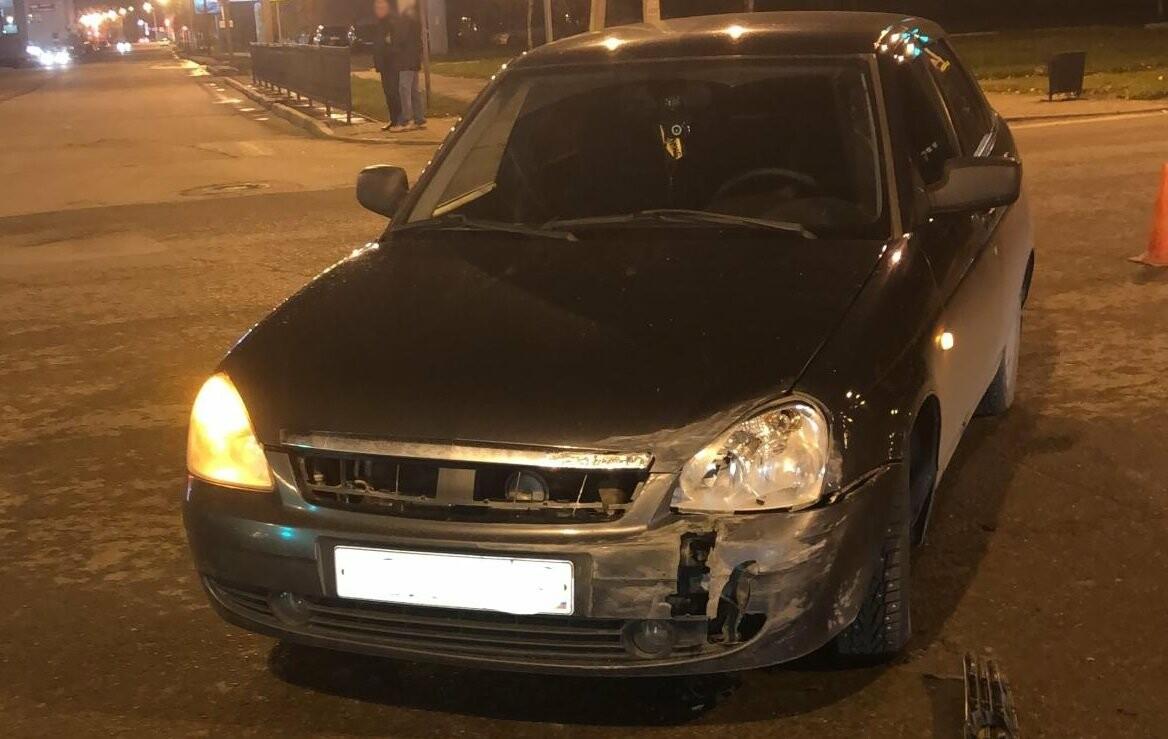 В центре Тамбова «Лада Приора» столкнулась с легковушкой, вылетела на тротуар и сбила пешехода, фото-1