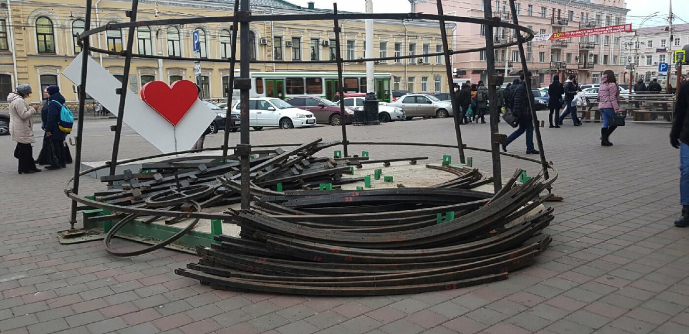 В Тамбове у ТРЦ «РИО» начали монтировать новогоднюю ёлку, фото-2