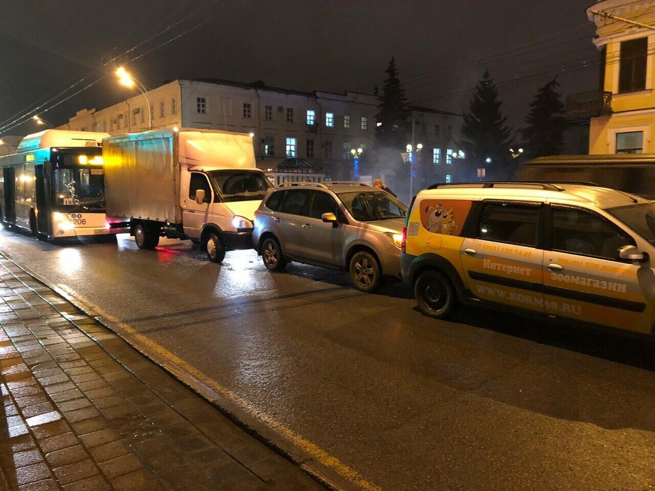 Тамбов парализовало после ледяного дождя: движение на дорогах затруднено, коммунальщики борются с непогодой, фото-1