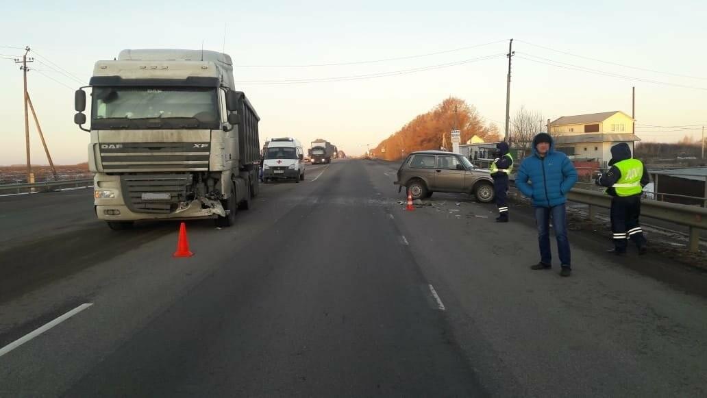 В Тамбовском районе в столкновении «Нивы» и фуры пострадал человек, фото-3
