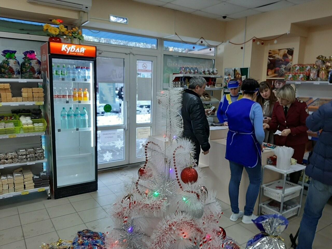 Тамбовский Роспотребнадзор перед Новым годом проверяет конфетные подарки , фото-1