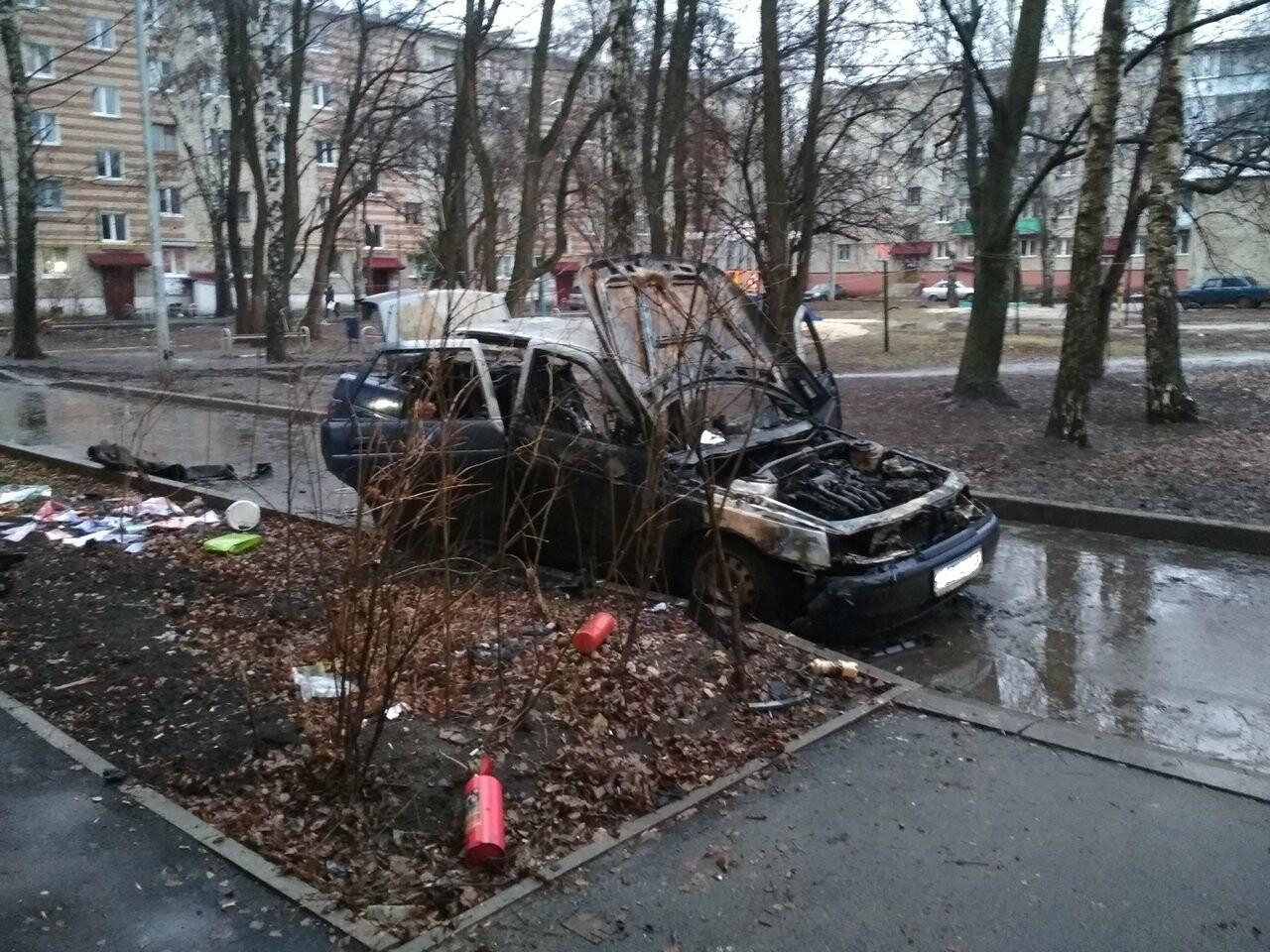 В Тамбове в ночь на понедельник сгорел еще один автомобиль, фото-1