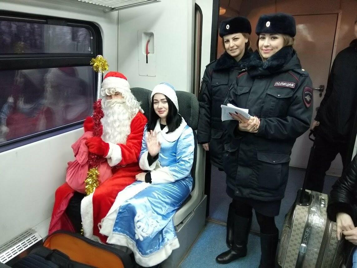Тамбовских пассажиров поздравил полицейский Дед Мороз, фото-4