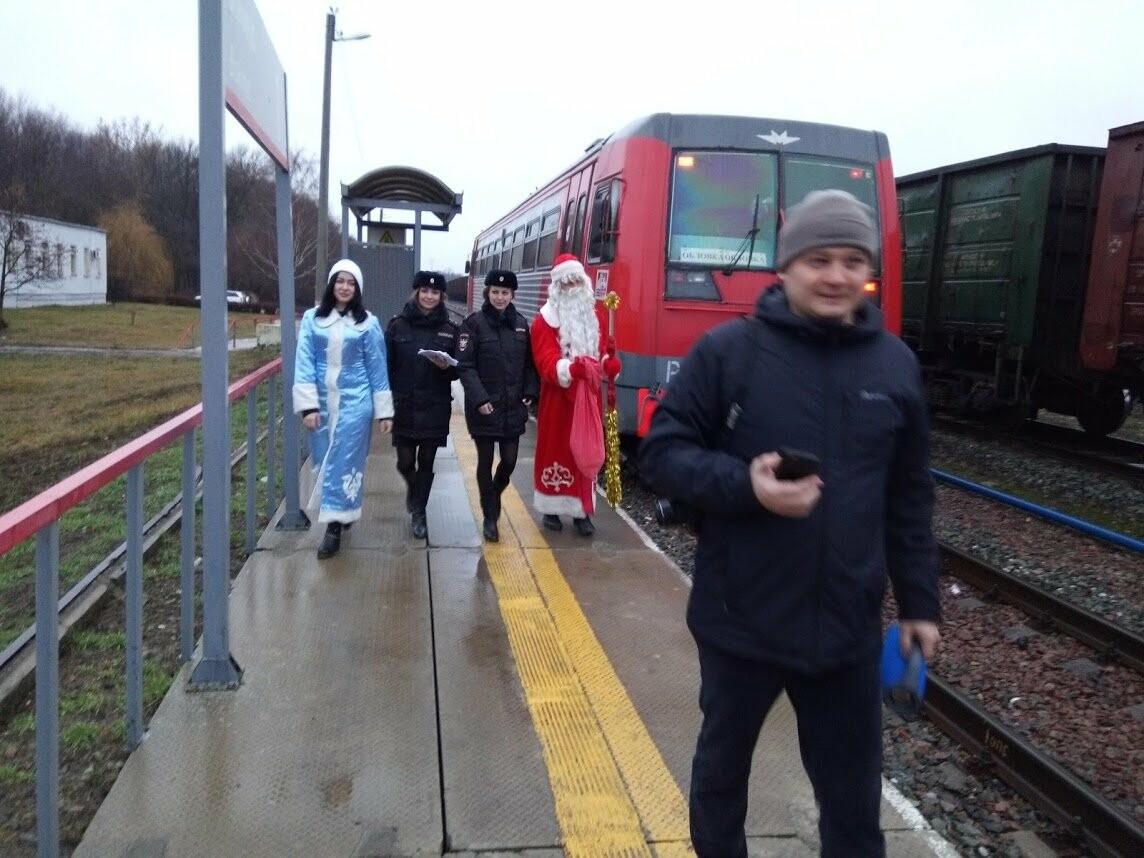 Тамбовских пассажиров поздравил полицейский Дед Мороз, фото-5
