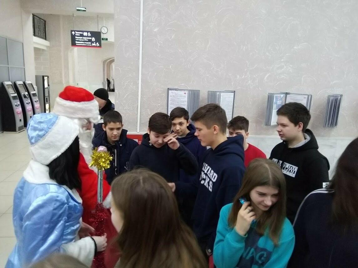 Тамбовских пассажиров поздравил полицейский Дед Мороз, фото-6