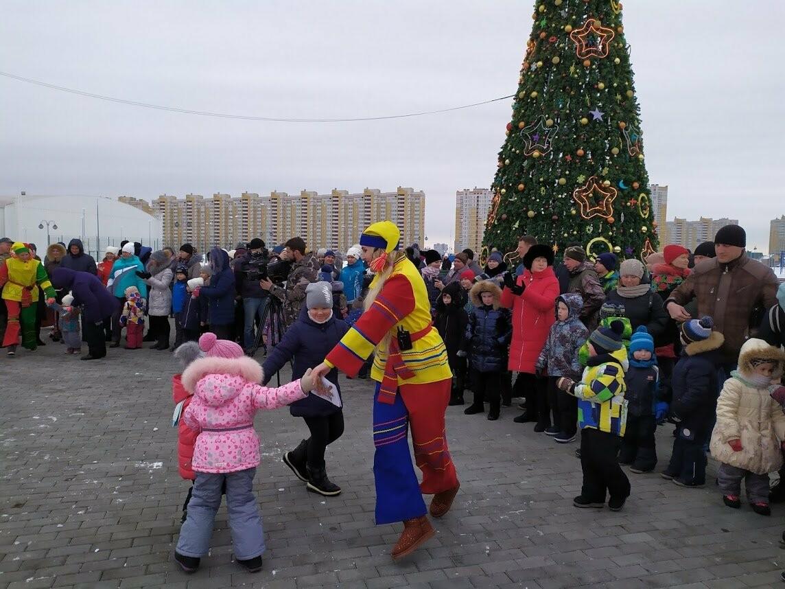 Маленьким тамбовчанам устроили новогоднее представление в Олимпийском парке, фото-1