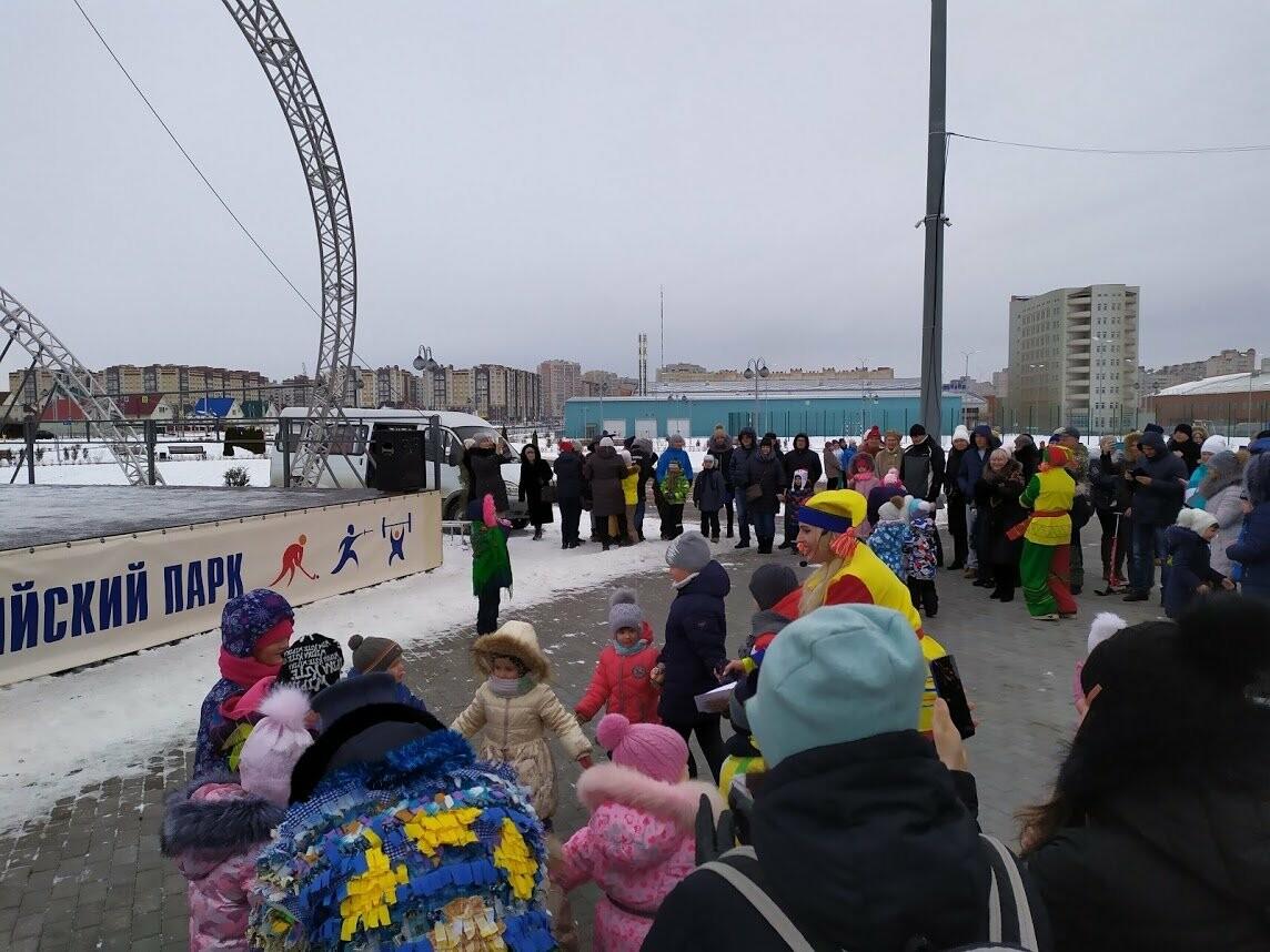 Маленьким тамбовчанам устроили новогоднее представление в Олимпийском парке, фото-2