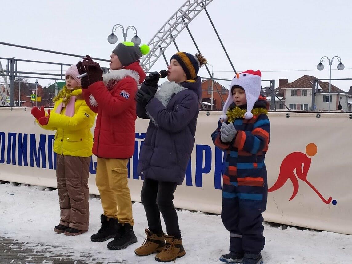 Маленьким тамбовчанам устроили новогоднее представление в Олимпийском парке, фото-5