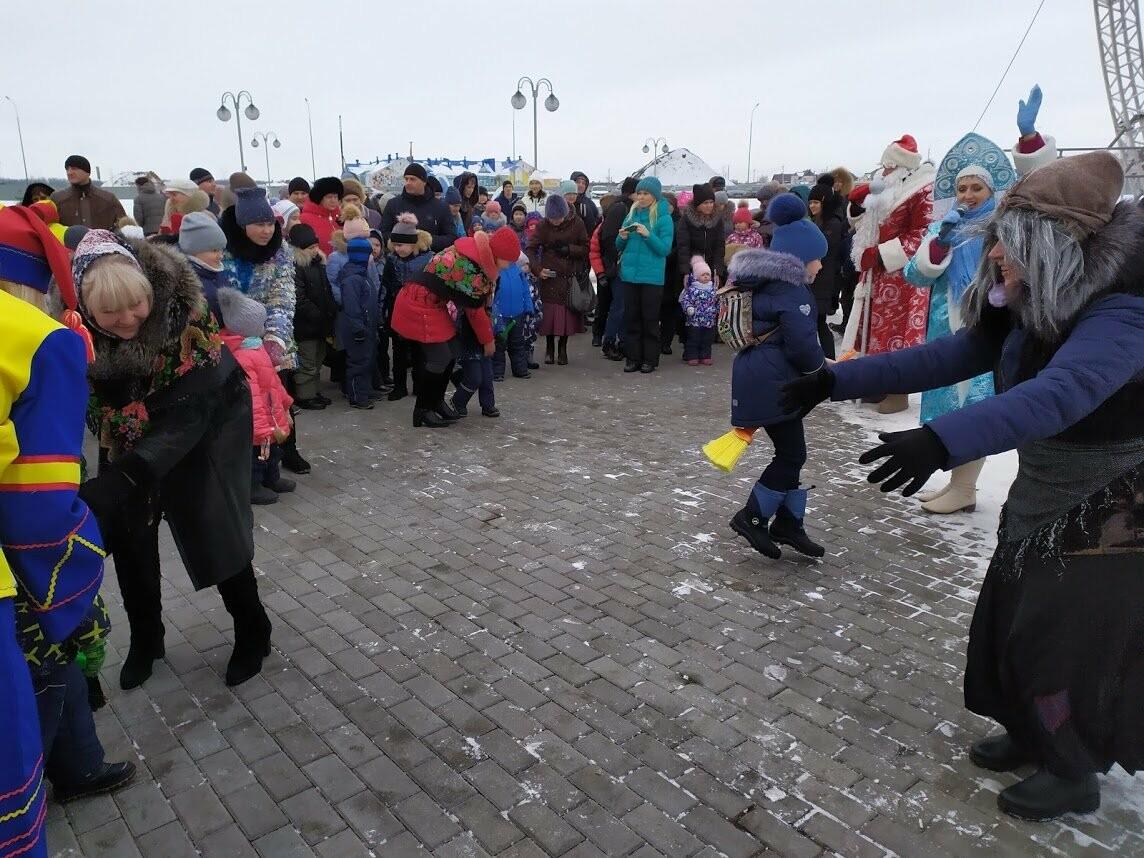 Маленьким тамбовчанам устроили новогоднее представление в Олимпийском парке, фото-7
