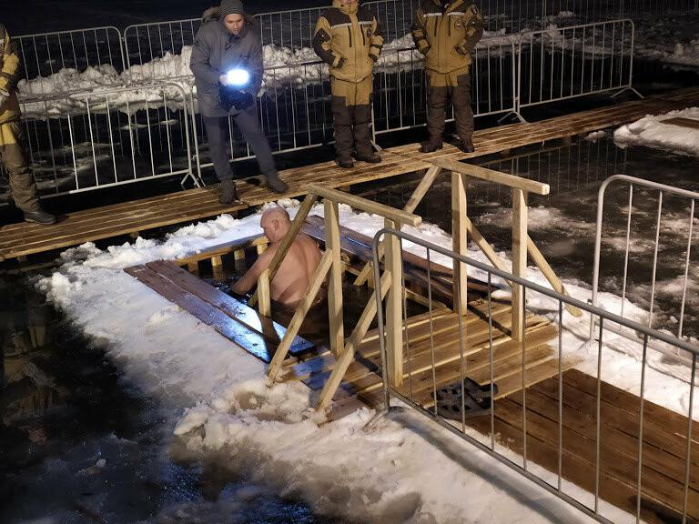 Жители Тамбова начали купание в крещенских купелях, фото-1